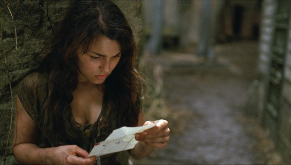 Samantha-Barks-in-Les-Miserables-2012-Movie-Image-2