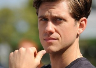 aaron-tveit-as-fbi-special-agent-mike-warren-in-usa-networks-graceland