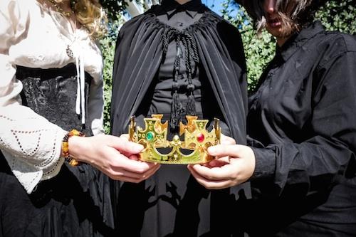 Wyrd-Sisters-Crown
