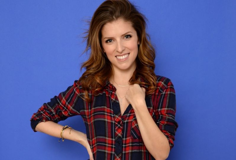 anna-kendrick-photoshoot-happy-christmas-portraits-2014-sundance-film-festival_3